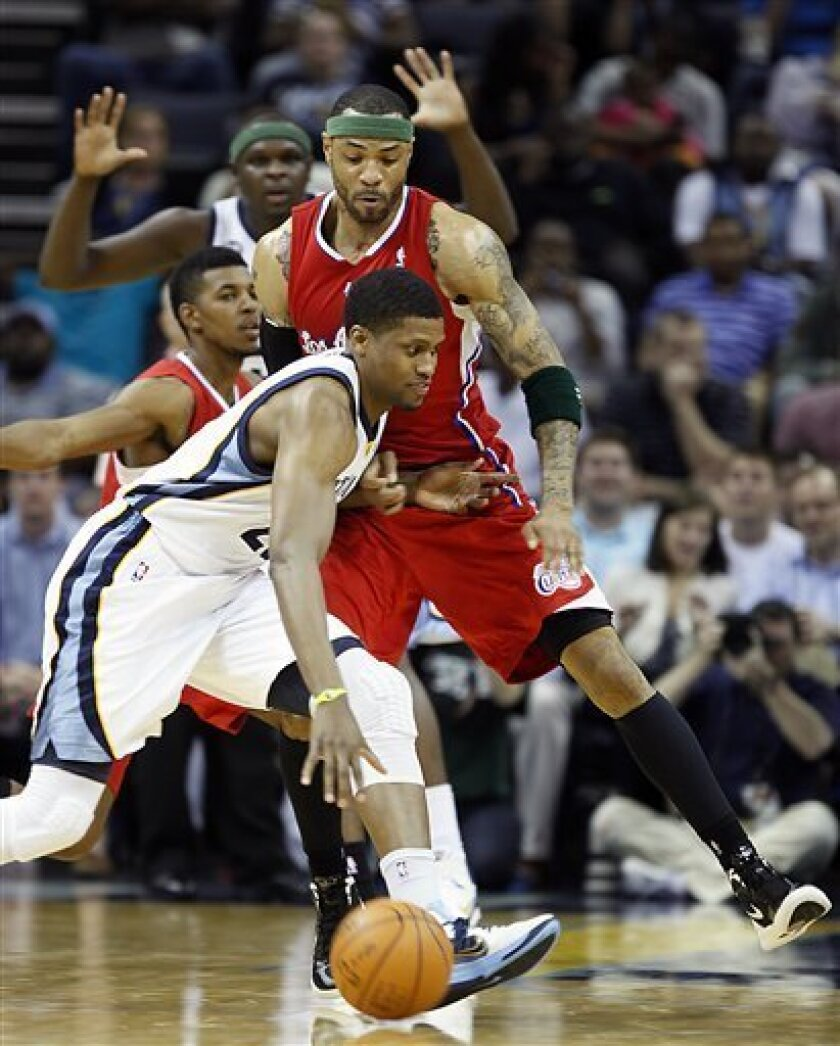Memphis Grizzlies forward Rudy Gay, front, works past Los Angeles Clippers forward Kenyon Martin in the first half of an NBA basketball game Monday, April 9, 2012, in Memphis, Tenn. (AP Photo/Lance Murphey)