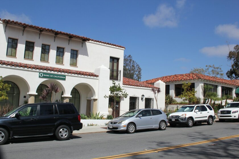 The Rancho Santa Fe Association approved 42 new two-hour parking spaces, marked by green-painted curbs, in the village. Photo by Karen Billing