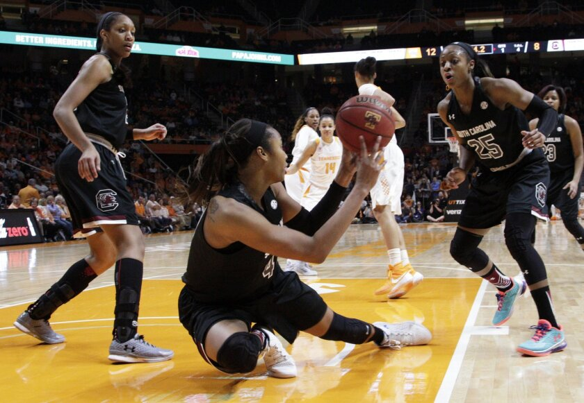 South Carolina guard Doniyah Cliney (4) save the ball to guard Tiffany Mitchell (25) in the first half of an NCAA college basketball game against Tennessee on Monday, Feb. 15, 2016, in Knoxville, Tenn. (AP Photo/Wade Payne)