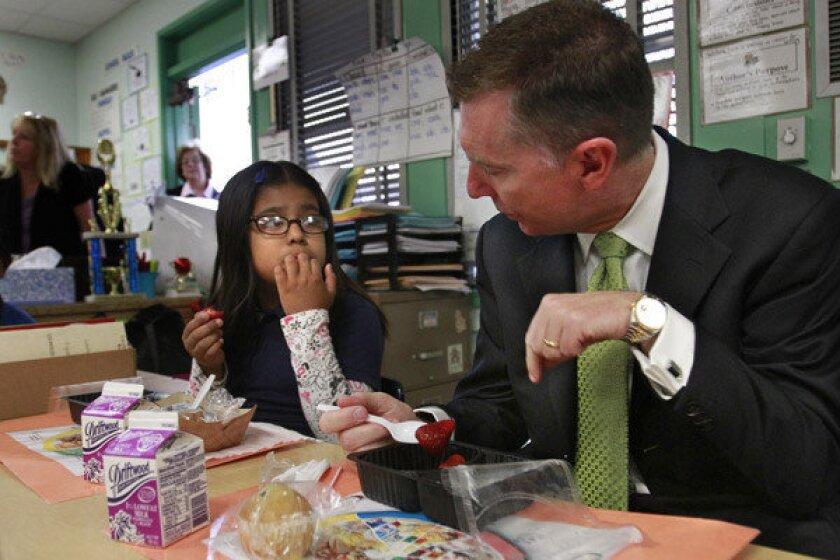 Supt. John Deasy has breakfast in a classroom with Luisa Garcia in 2012.