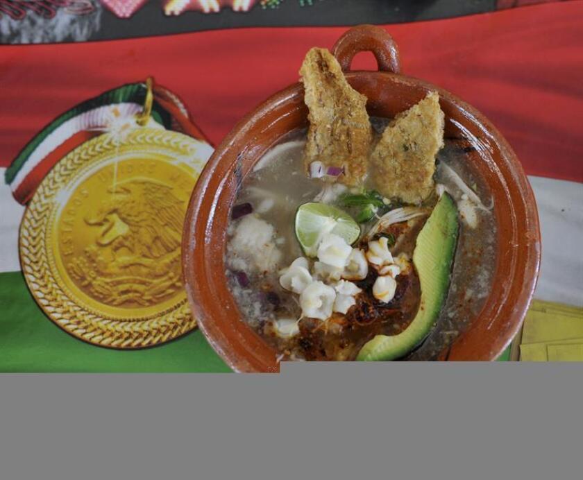 Vista general de un plato de pozole en Ciudad de México (México). EFE/Archivo