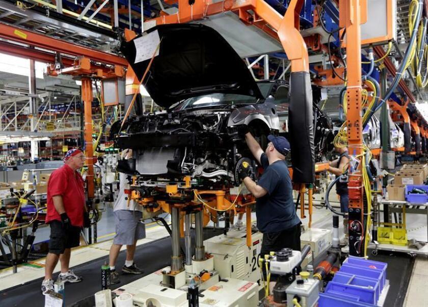 La producción industrial aumentó un 0,8 % en diciembre pasado, con lo que el incremento en todo 2016 quedó en un 0,5 %, informó hoy la Reserva Federal (Fed). EFE/ARCHIVO