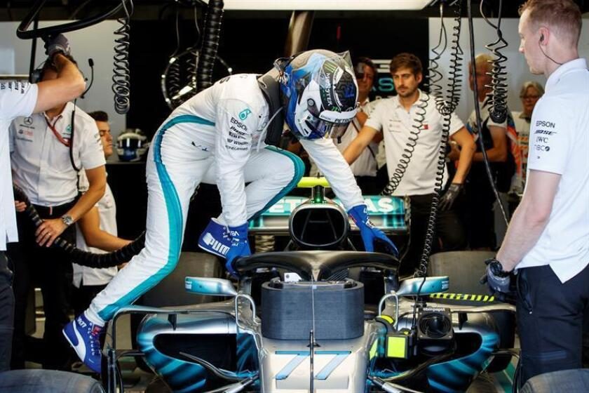 Finnish Formula One driver Valtteri Bottas of Mercedes AMG GP gets into his car during third practice session at the Gilles Villeneuve circuit in Montreal, Canada, 09 June 2018. The 2018 Canada Formula One Grand Prix will take place on 10 June. (Fórmula Uno) EFE
