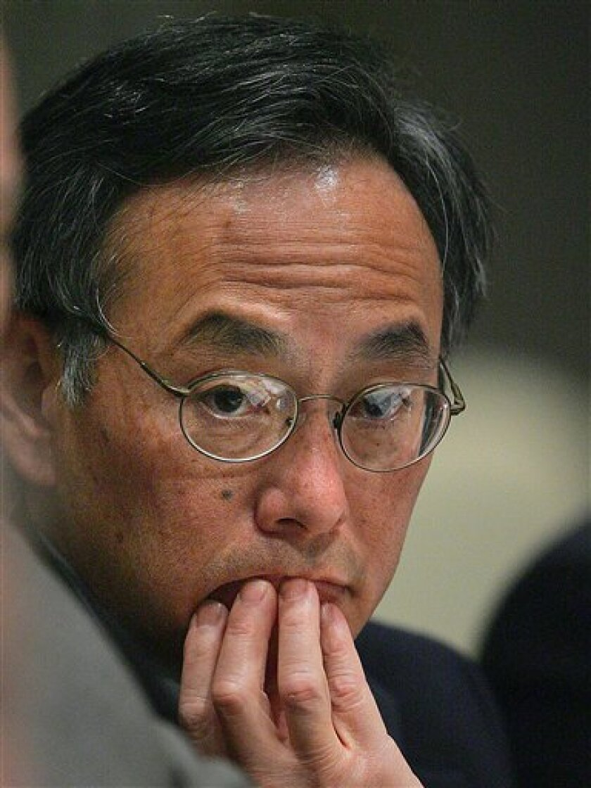 This Jan. 20, 2005 file photo shows Lawrence Berkeley National Laboratory Director Steven Chu in San Francisco. Democratic officials said Wednesday Dec. 10, 2008 that President-elect Barack Obama has selected Nobel Prize-winning physicist Steven Chu for energy secretary. (AP Photo/Ben Margot, File)