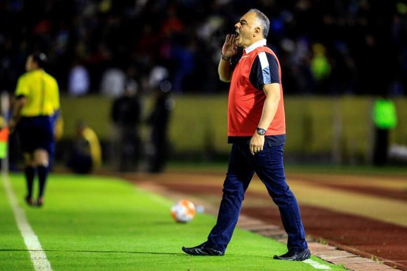 En la imagen, entrenador del Veracruz del fútbol mexicano, Guillermo Vázquez. EFE/Archivo