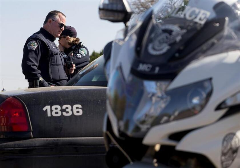 Police block off a neighborhood in Austin, Texas. EFE/EPA/FILE