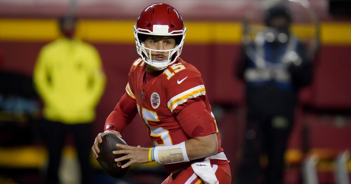 NFL Week 14 picks: Chiefs beat Dolphins, Steelers lose again