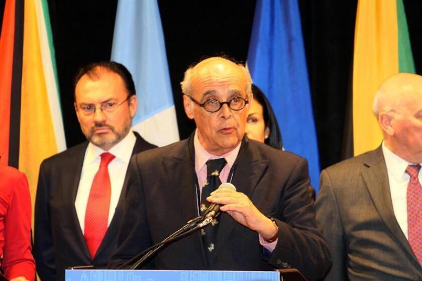 El canciller peruano y copresidente del Grupo de Lima, Ricardo Luna, habla durante una rueda de prensa. EFE/Archivo