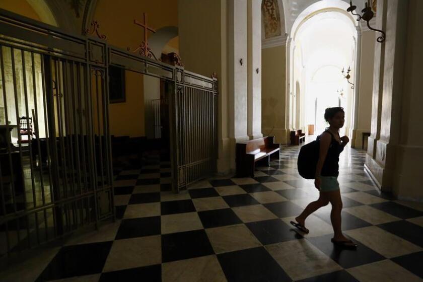 La archidiócesis de San Juan solicitó hoy formalmente acogerse a la quiebra, después de que la justicia en Puerto Rico embargara sus cuentas y obligará a ejecutar la misma, como parte de la demanda de maestros jubilados que exigen el pago de sus pensiones incluidos en el Plan de Pensión de las Escuelas Católicas. EFE/ARCHIVO