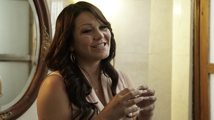 """La actriz mexicana Luz Ramos le da vida a la recordada 'Diva de la Banda' en la serie de Univision """"Su nombre era Dolores"""", que se transmite los domingos."""
