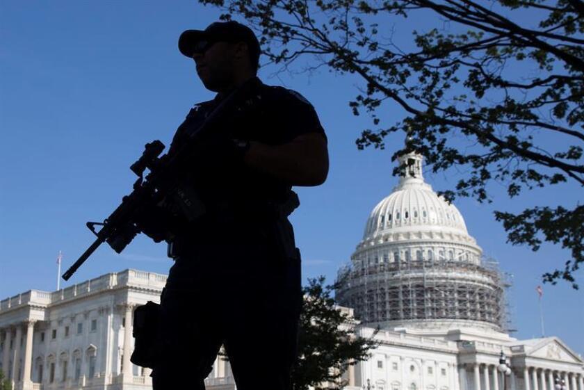 La Policía levantó hoy el cierre de la sede del Congreso en Washington que había activado poco antes por una alerta de seguridad.