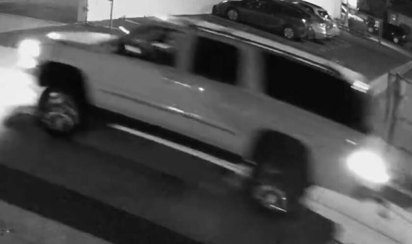 San Diego police say this SUV — an early-2000s Chevrolet Suburban or GMC Yukon — ran over and killed a man in Ocean Beach.