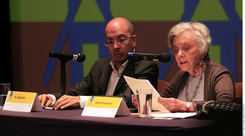 Durante su presentación en el último día del Festival Internacional Cervantino, la ganadora del Premio Cervantes, Elena Poniatowska, afirmó que la acción de emitir un sufragio, forma parte de una de las acciones que los mexicanos pueden realizar para modificar el entorno adverso.
