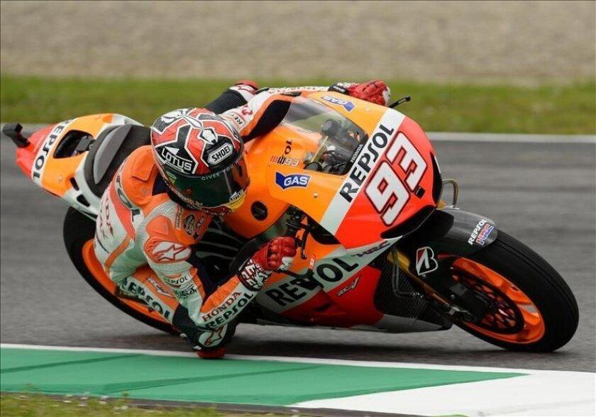El piloto español de MotoGP Dani Pedrosa, de Honda, participa en una sesión de entrenamientos libres para el Gran Premio de Italia. EFE
