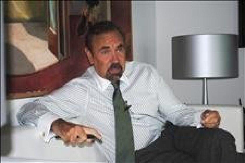 La junta directiva de la pinacoteca decidió agregar el apellido Pérez a su nombre cuando el multimillonario promotor inmobiliario hispano Jorge Pérez donó 40 millones de dólares en obras de arte y en efectivo, una decisión que fue criticada por allegados al MAM y profesionales del mundo del arte. E
