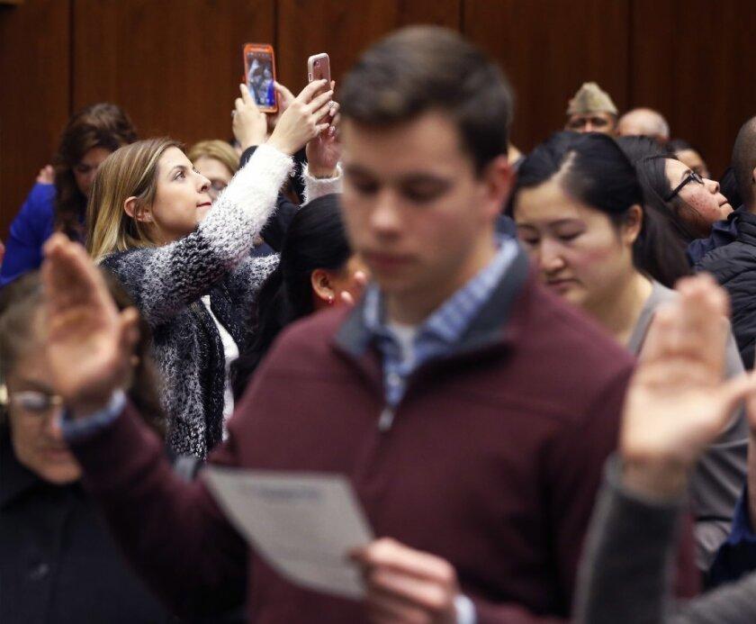 A nivel nacional, un poco más de 8.5 millones de personas califican para naturalizarse.