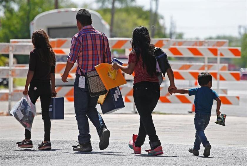 Familias migrantes son procesadas en la Estación Central de Autobuses antes de ser trasladadas a Caridades Católicas en McAllen, Texas (EE.UU.) EFE/Archivo