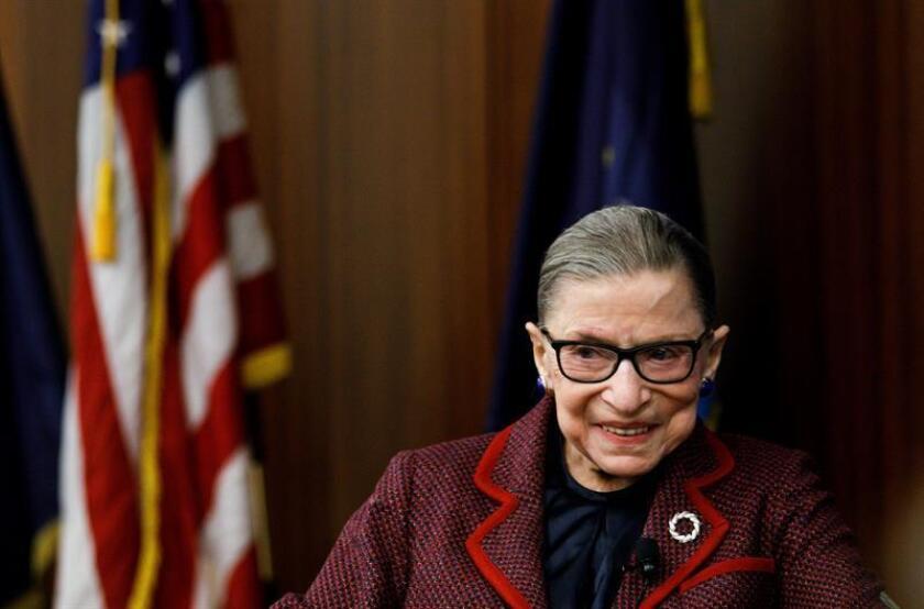 La magistrada del Tribunal Supremo, Ruth Bader Ginsburg, participa en un evento en la Escuela de Derecho de Nueva York, en Nueva York (Estados Unidos). EFE/Archivo