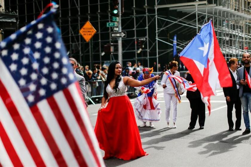 Miembros de una comparsa puertorriqueña participan en el Desfile de la Hispanidad hoy, domingo 14 de octubre de 2018, en Nueva York (Estados Unidos). EFE