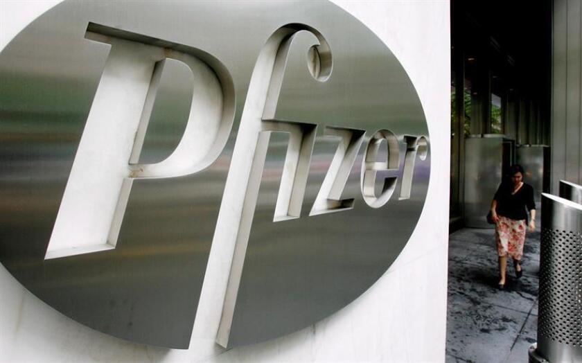 Imagen del logo de la farmacéutica Pfizer, en sus oficinas centrales de Nueva York, Estados Unidos. EFE/Archivo
