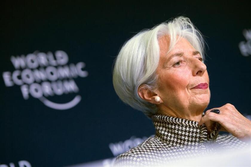 La directora gerente del Fondo Monetario Internacional (FMI), Christine Lagarde, ofrece una rueda de prensa en la víspera de la 49? reunión anual del Foro Económico Mundial, este lunes en Davos, Suiza. EFE