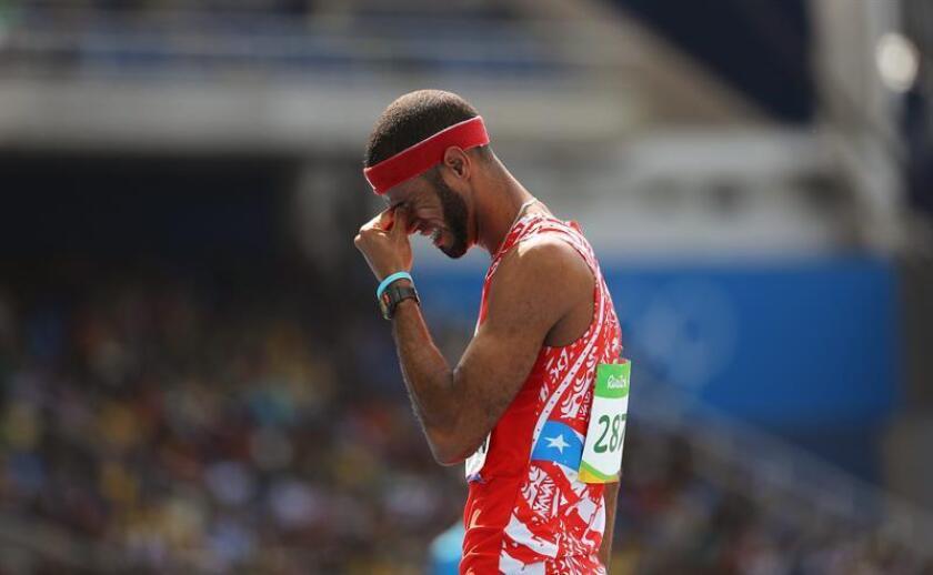 Javier Culson de Puerto Rico es visto después de la carrera de 400 m con vallas de la competencia de decatlón masculina en los eventos de atletismo de los Juegos Olímpicos Río 2016. EFE/Archivo