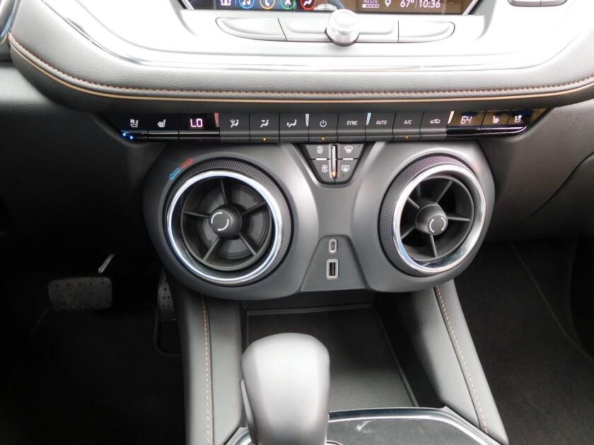 Chevrolet Blazer-5-Controls.jpg