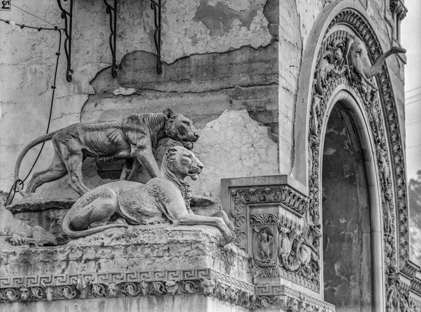 Nov. 1955: Know Your City No.15. Lionesses on archway of entrance to the Selig Zoo Los Angeles, Cali