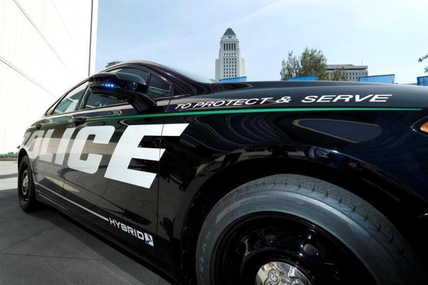 La Policía de Nueva York detuvo este miércoles a siete de sus agentes, acusados de brindar protección a una red de prostitución y apuestas ilegales en los barrios de Brooklyn y Queens, informó el cuerpo. EFE/Archivo