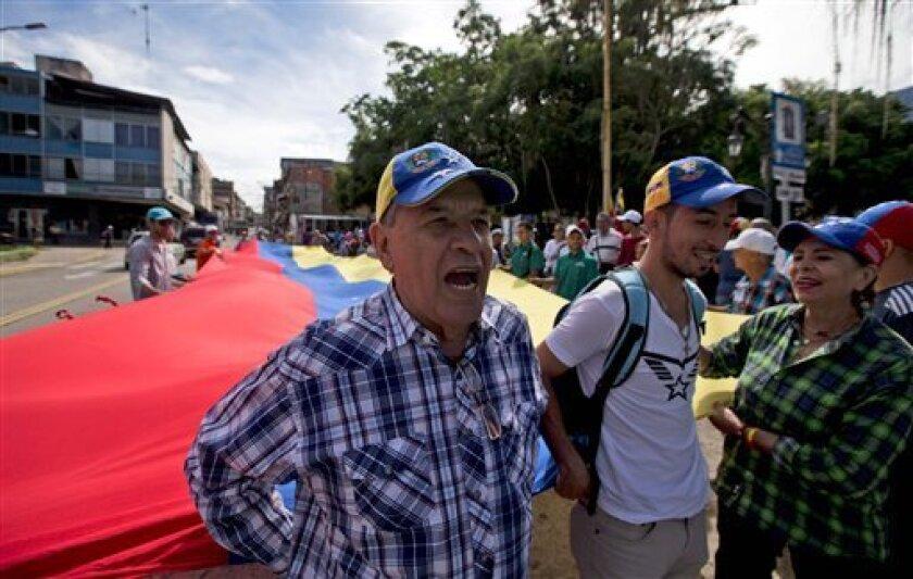 La coalición opositora venezolana denunciará este martes ante la Fiscalía General las acciones emprendidas por la policía política contra algunos de sus dirigentes en la isla caribeña de Margarita, lo que han agitado las tensiones en la antesala de la Cumbre del Movimiento de los Países No Alineados que se da en medio de fuertes medidas de seguridad.