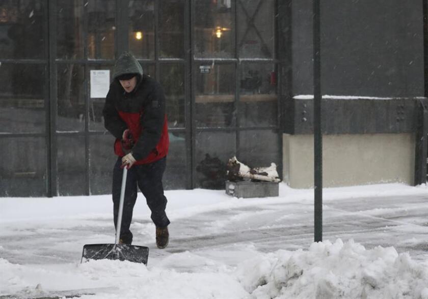 Una potente tormenta invernal con fuertes nevadas golpeó el fin de semana el sureste del país, donde al menos dos personas han muerto y más de 200.000 se encuentran sin electricidad, informaron hoy medios locales. EFE/Archivo