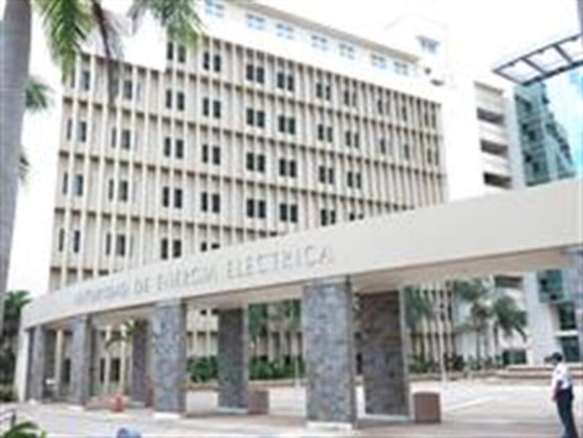 La mayoría del Partido Nuevo Progresista (PNP) en el Legislativo de Puerto Rico acordó hoy separar en dos proyectos la privatización de la estatal Autoridad de Energía Eléctrica (AEE), la primera compañía pública de la isla. EFE/ARCHIVO