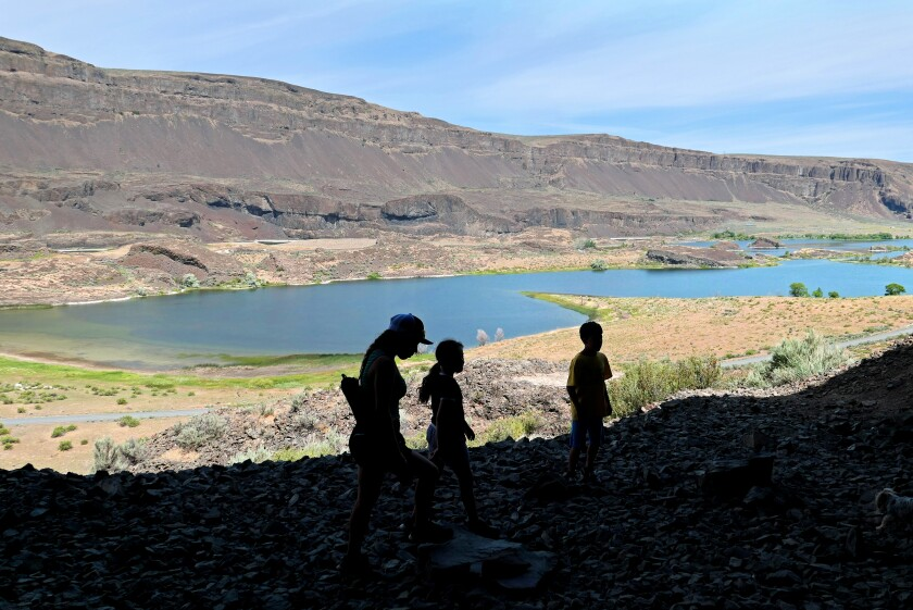 Lake Lenore Caves in Grand Coulee