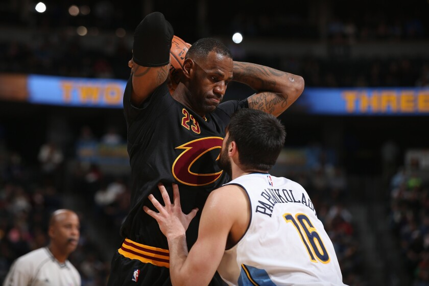 LeBron James scores 34 points, leads Cleveland Cavaliers to win on eve of his 31st birthday