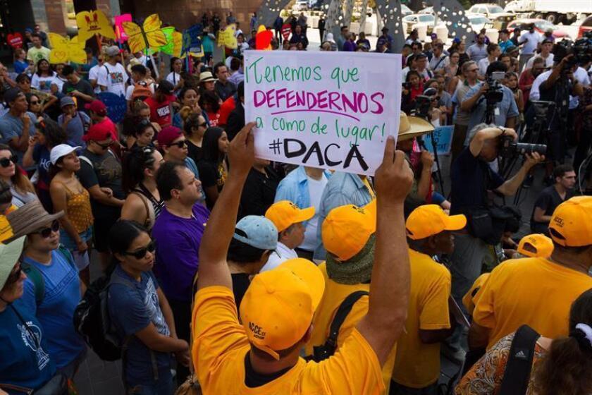 """Juez ordena al Gobierno Trump a devolver DACA a un """"soñador"""" de California"""