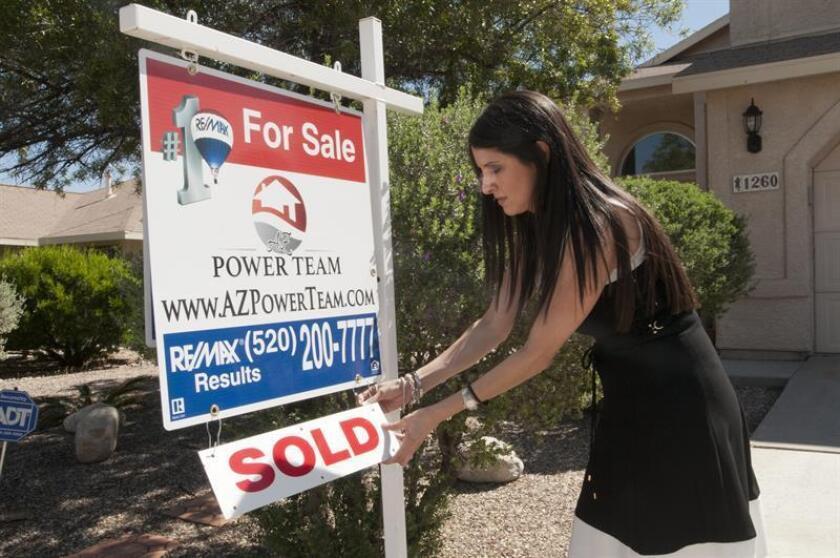Las ventas de casas aumentaron un 2 % en octubre y quedaron en un ritmo anual de 5,48 millones de unidades, por encima de las expectativas, informó hoy la Asociación Nacional de Agentes Inmobiliarios (NAR, por su sigla en inglés). EFE/ARCHIVO