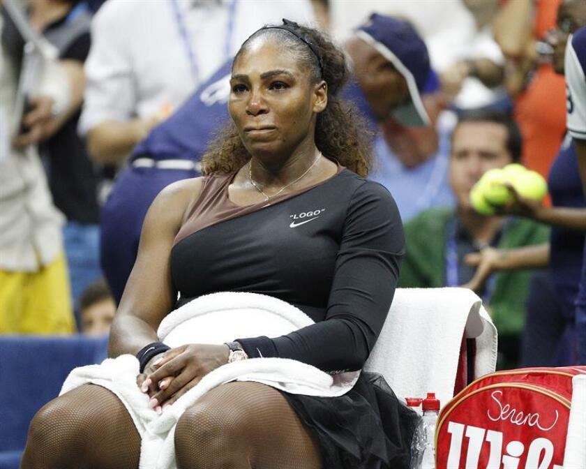 Serena Williams, de EE.UU., durante el encuentro contra Naomi Osaka de Japón la final femenina del US Open. EFE