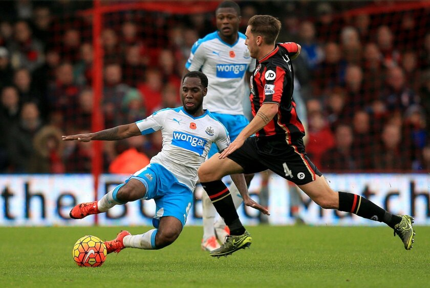 Newcastle United's Vurnon Anita, left, and AFC Bournemouth's Dan Gosling battle for the ball during the English Premier League soccer match at the Vitality Stadium, Bournemouth, England, Saturday Nov. 7, 2015. (John Walton/PA via AP) UNITED KINGDOM OUT
