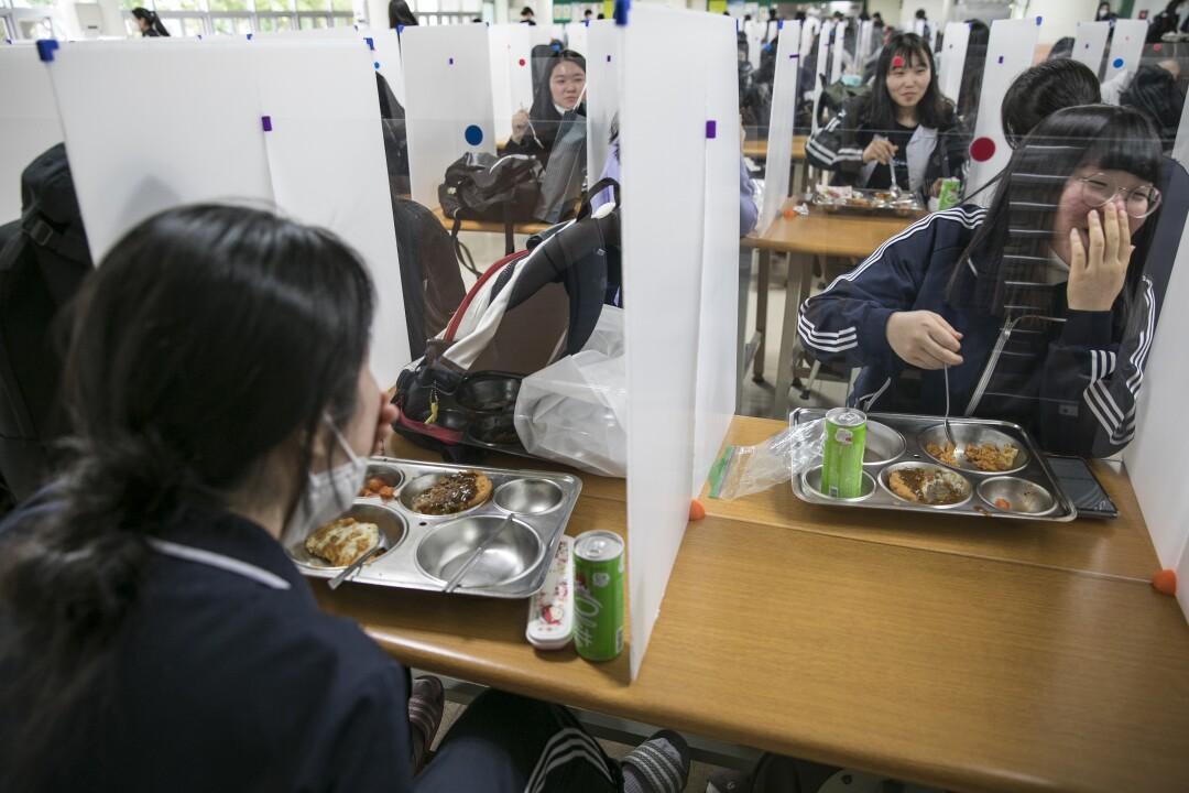 la-fg-col1-south-korea-schools-open.27.JPG
