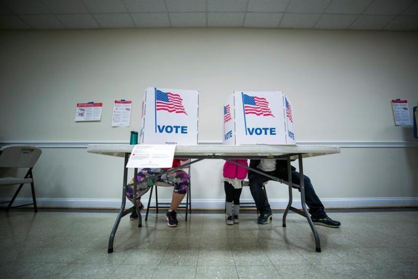 El 53 % de los votantes estadounidenses cree que el Gobierno ruso intervino en las elecciones generales del pasado noviembre, aunque el 50 % no considera que Moscú deba ser visto como un adversario, según una encuesta publicada hoy por la Universidad Quinnipiac. EFE/ARCHIVO