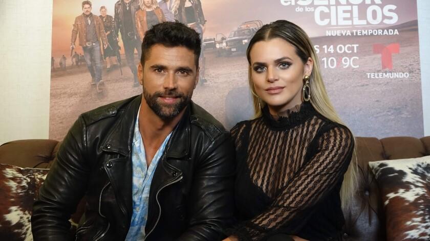 Matías Novoa es Amado Casillas e Isabella Castillo es Dina Ahumada en la serie 'El Señor de los Cielos' que llega a su séptima temporada.