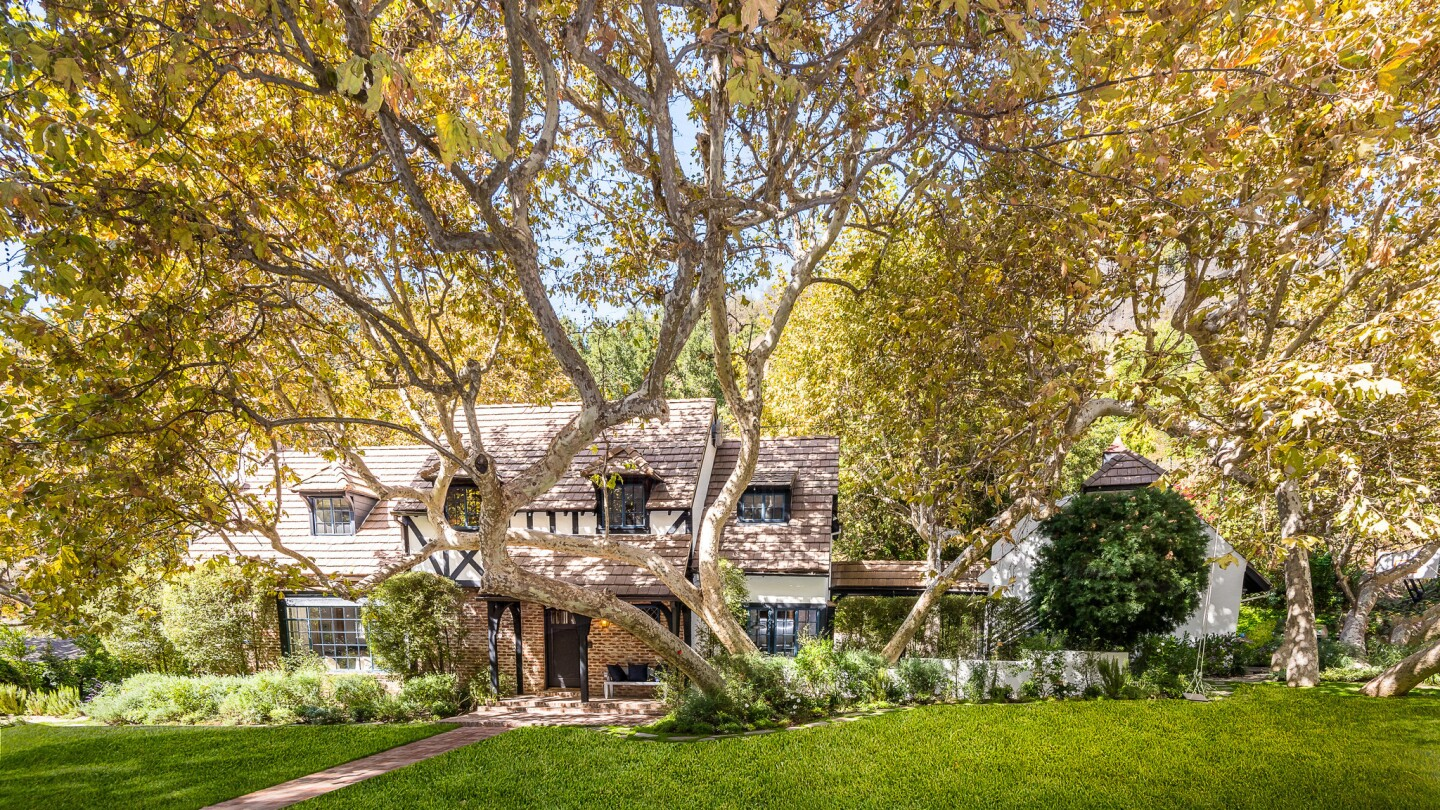 Beck's renovated home in Brentwood   Hot Property