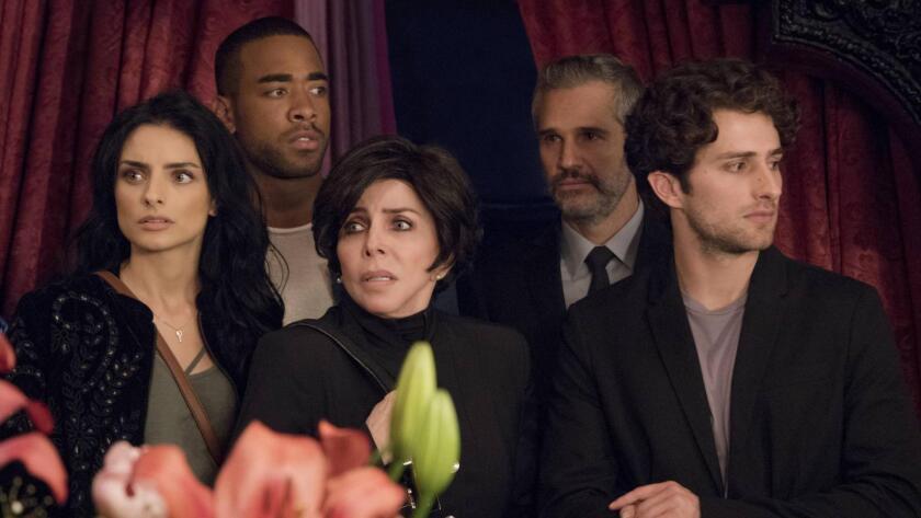En 'La Casa de las Flores' Darío Yazbek Bernal interpreta a Julián de la Mora, un joven bisexual con un presente complicado.