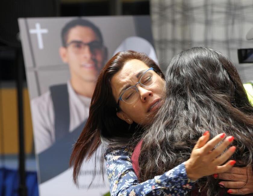 Familiares participan en un oficio religioso por la muerte del estudiante universitario Norberto Ronquillo, el 19 de junio de 2019, en la Universidad del Pedregal, en Ciudad de México (México). EFE/ Mario Guzmán/Archivo