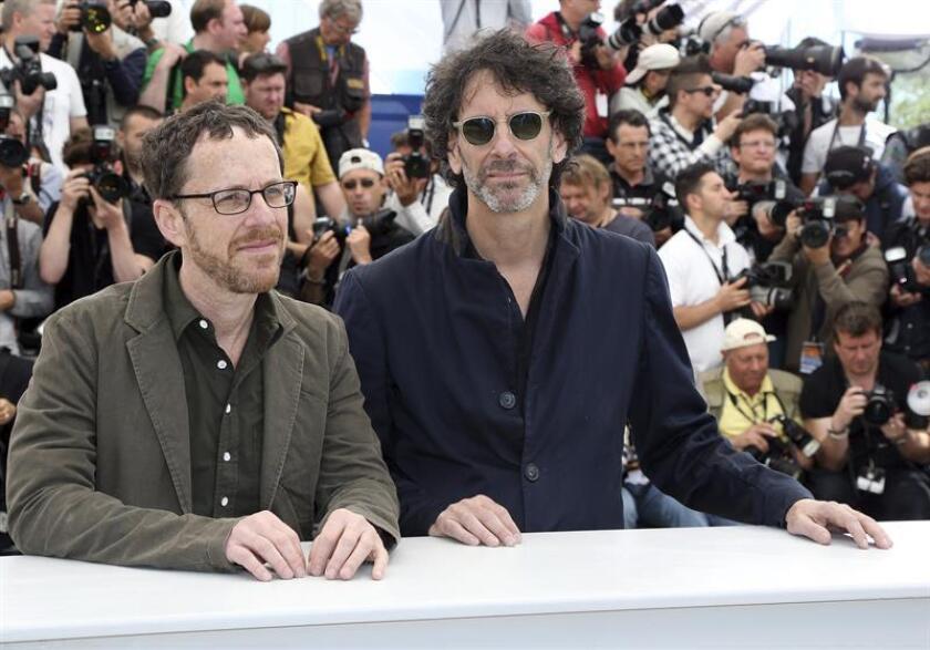 """Joel y Ethan Coen son los últimos realizadores de Hollywood en pasar del cine a la televisión, un viaje que emprenderán con una miniserie sobre el viejo Oeste titulada """"The Ballad of Buster Scruggs"""". EFE/ARCHIVO"""