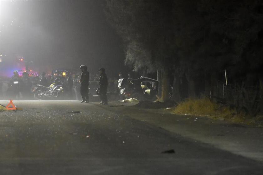 Fotografía del sitio donde cinco menores de edad murieron y otros tres resultaron lesionados luego del accidente de un vehículo conducido por un adolescente, en Ciudad de México.