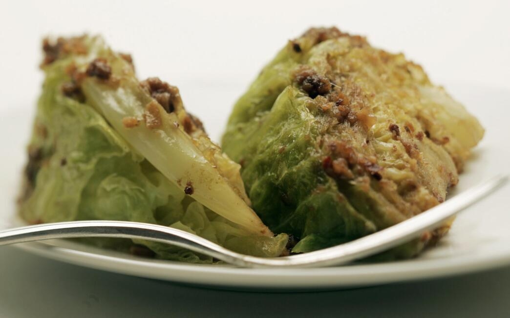 Braised savoy cabbage with anchovies