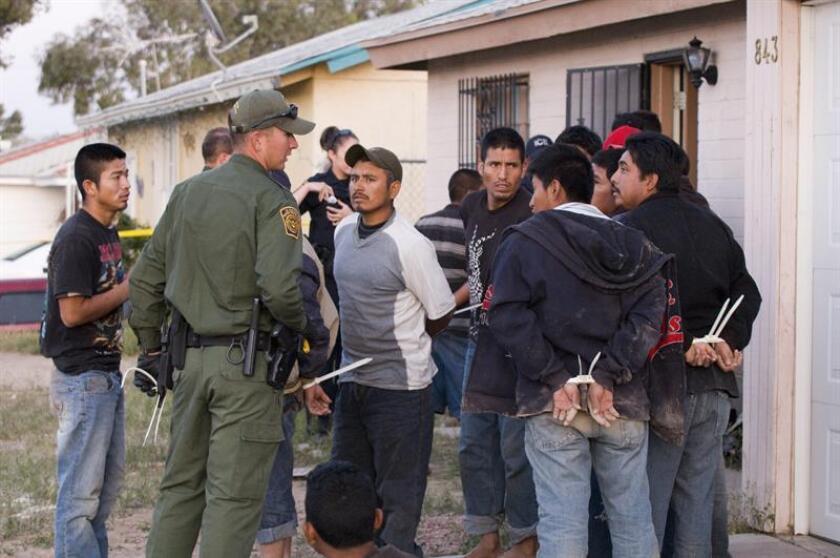 El Servicio de Inmigración y Control de Aduanas (ICE) anunció hoy la detención en Texas de 145 inmigrantes indocumentados que en su mayoría habían cometido delitos, en un operativo que se prolongó durante siete días. EFE/ARCHIVO