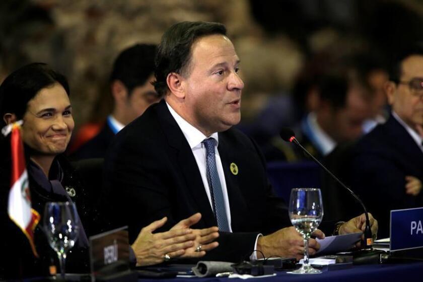 El presidente de Panamá, Juan Carlos Varela, pronuncia un discurso en la sesión plenaria de jefes de estado en la XXVI Cumbre Iberoamericana, hoy, en Antigua, Guatemala. EFE