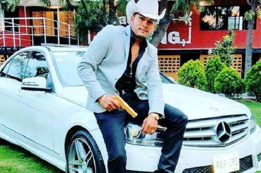 Javier Reyes era conocido por sus narcocorridos, que podrian estar relacionados a su reciente asesinato.